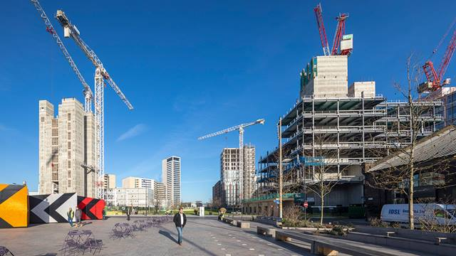 Daniel Shearing. King's Cross Central Development. Left:Plot S2 core under construction. Left background:Plot T6. Right background:Plot R6