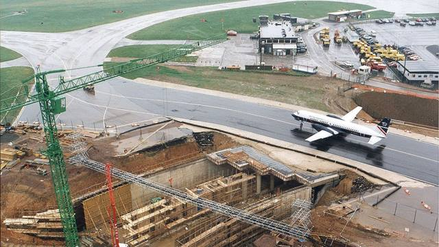 In 1995 Ramboll (then Gifford) was appointed on the design and construction of a major access road from the public highway network to the airport terminal. The 2.3km scheme was for a new road to cross the existing taxiway in a cut and cover underpass.