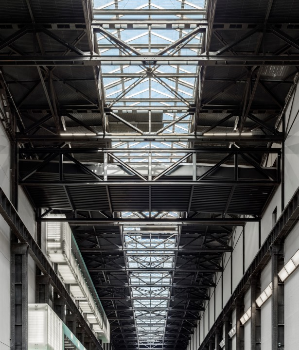 Daniel Shearing. Linking the gallery spaces the link bridge connecting the Boiler House to the Switch House sits almost unnoticed, complementing the existing roof trusses.
