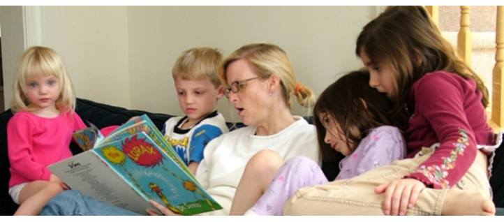 Nurse reading to children